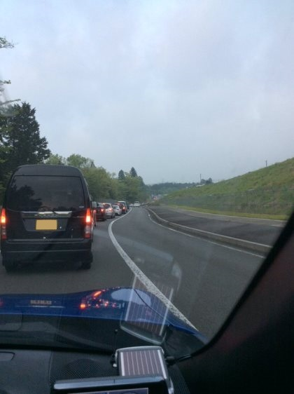 いつものようにP15へ向かうと、そこにはこの大渋滞が。こんなの初めて。